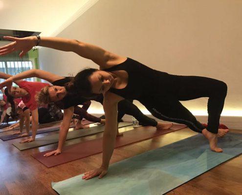 Şerife Karahançer ile Yoganın Temelleri yoga eğitmeni