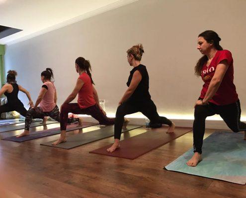 yoga eğitmeni