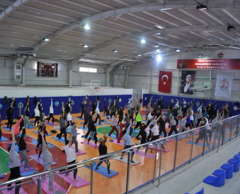 3 495x400 - Şerife Karahançer ile Muharrem Candaş'ta Yoga