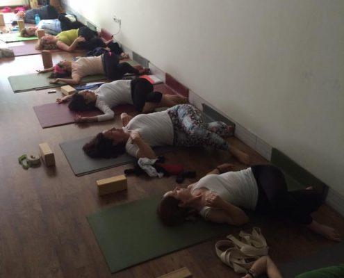 15 4 495x400 - Şerife Karahançer ile Yoga Hocalık Temel Eğitimi Programı 2016