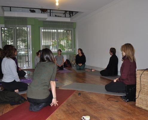 DSC 0083 495x400 - Neslihan İskit ile Çocuk Yogası Eğitimi