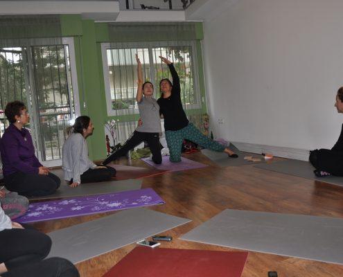 DSC 0084 495x400 - Neslihan İskit ile Çocuk Yogası Eğitimi