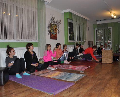 DSC 0102 495x400 - Neslihan İskit ile Çocuk Yogası Eğitimi