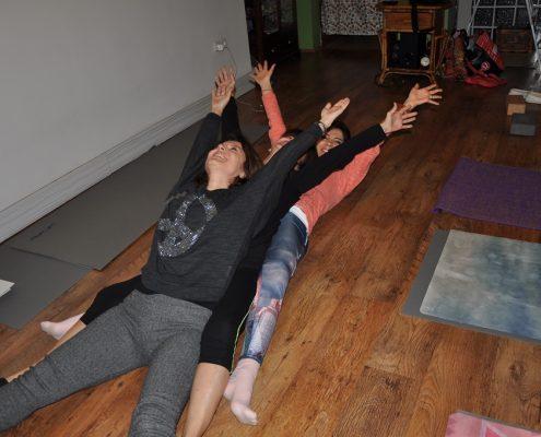 DSC 0108 495x400 - Neslihan İskit ile Çocuk Yogası Eğitimi