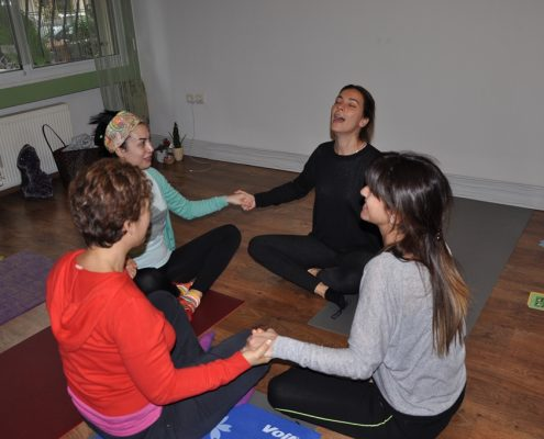 DSC 0116 495x400 - Neslihan İskit ile Çocuk Yogası Eğitimi