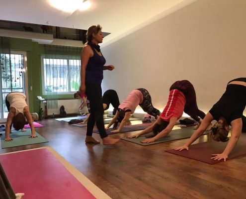 erife Karahançer ile Temel Yoga Eğitimi 8 495x400 - Şerife Karahançer ile Temel Yoga Eğitimi