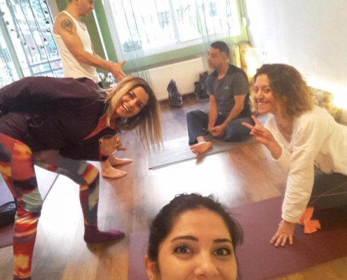Vedat Havlucu ile orta seviye 1 495x400 - Vedat Havlucu ile Orta Seviye Yoga Hocalık Eğitimi