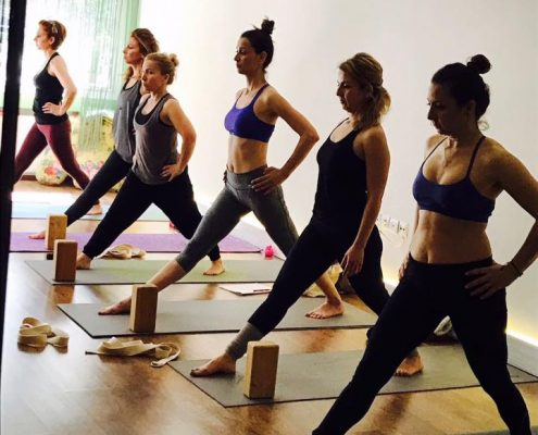 erife Karahançer ile Yoganın Temelleri izmirde yoga kursları 495x400 - Şerife Karahançer ile Yoganın Temelleri